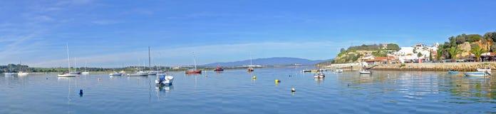 Panorama du port et du village Alvor Portugal Images stock