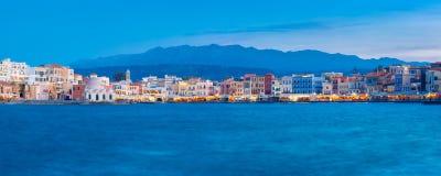 Panorama du quai vénitien de nuit, Chania, Crète photo libre de droits