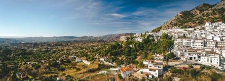 Panorama du village blanc de Mijas Photographie stock libre de droits