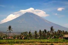 Panorama du volcan Gunung Agung dans Bali Photos stock