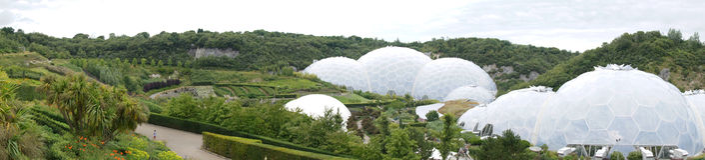 Panorama Eden projekta biomes w Cornwall Zdjęcia Royalty Free