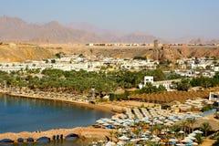 Panorama einer Ansicht eines Strandes von der Höhe. Ägypten. Sharm ELscheich Lizenzfreie Stockfotografie