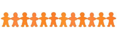 Panorama einer Menschenkette der hölzernen Zahlen vor weißem Hintergrund lizenzfreies stockfoto