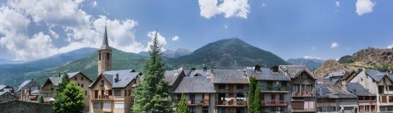 Panorama eines pyrenean Dorfs stockfoto