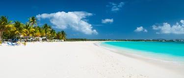 Panorama eines schönen karibischen Strandes stockbilder