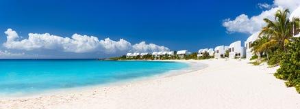 Panorama eines schönen karibischen Strandes lizenzfreie stockfotografie