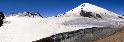 Panorama_of_Elbrus Lizenzfreie Stockfotos