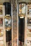 Panorama- elevatorer i den huvudsakliga hjärtförmaken på millivolt-öprinsessa arkivbilder