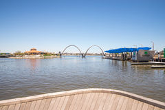 Panorama Elizabeth Quay z mostem, Jetty i wyspą w Pert, obraz stock