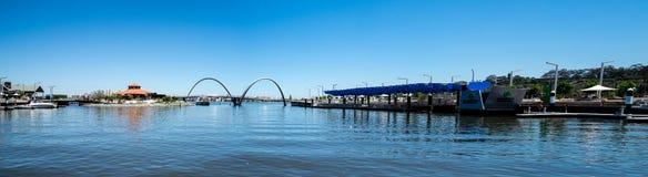 Panorama Elizabeth Quay z mostem, Jetty i wyspą w Pert, Fotografia Royalty Free