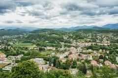 Panorama en la ciudad de Aubenas en la región de Ardeche en Francia