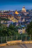 Panorama en la puesta del sol de la terraza de Pincio en Roma, Italia fotografía de archivo libre de regalías