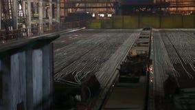 Panorama en la tienda en la planta metalúrgica Etapa del metal de enfriamiento metrajes