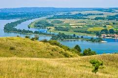 Panorama en landschap dichtbij de rivier van Donau stock afbeelding