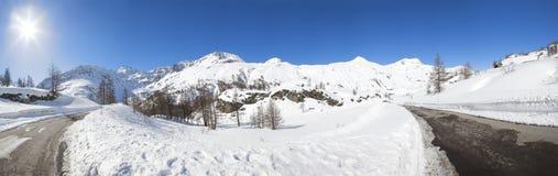 Panorama en las montan@as en Suiza Imágenes de archivo libres de regalías