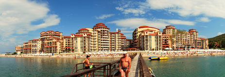 Panorama ensolarado da baía da praia imagens de stock royalty free