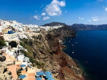 Panorama ensoleillé de matin d'île de Santorini Station de vacances grecque offamous Fira, Grèce, l'Europe de vue colorée de ress photographie stock