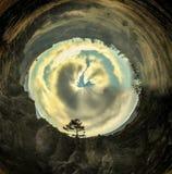 Panorama esférico del crepúsculo en naturaleza con un árbol fotografía de archivo