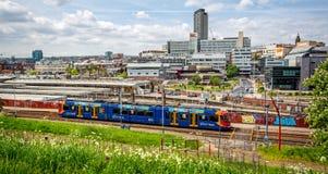 Panorama et gare ferroviaire de ville de Sheffield images libres de droits