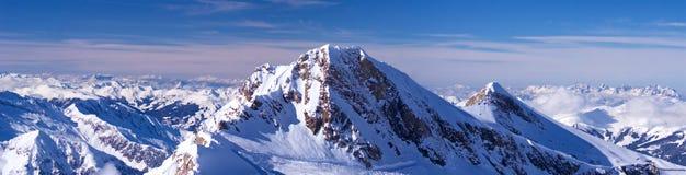 Panorama extra di sera dell'alta montagna ampio Fotografia Stock
