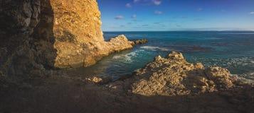 Panorama för öppning för Terranea strandgrotta arkivbild