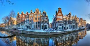 Panorama för Amsterdam vinterkanal Royaltyfri Bild