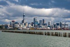 Panorama för Auckland nyazeeländsk cityscapesikt Arkivbilder