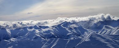 panorama för berg för caucasus aftongeorgia gudauri Royaltyfria Bilder