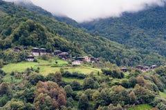 Panorama för bergby Arkivbilder