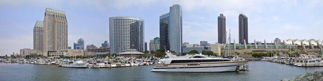 Panorama för byggnader för San Diego marina i stadens centrum. Royaltyfria Bilder