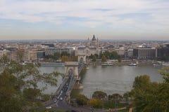 Panorama för Chain bro i Budapest från Buda Hill Arkivfoton