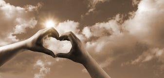 Panorama för förälskelsesymbolhjärta i sepia Royaltyfri Foto