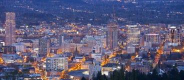 Panorama för för Portland Oregon stadsljus och byggnader Royaltyfri Bild