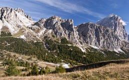 Panorama för höga berg för Dolomites Royaltyfri Bild
