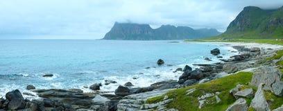 Panorama för Haukland strandsommar (Norge, Lofoten) Royaltyfri Foto