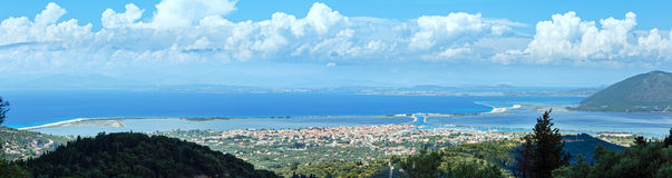 Panorama för havskust (Grekland, det Ionian havet) Royaltyfria Bilder