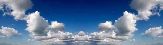 Panorama för himmel för spegelbild Arkivfoto