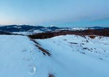 Panorama för kant för berg för aftonskymningvinter Royaltyfri Foto