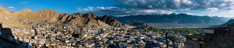 Panorama för Leh ladakhcityscape i Indien Fotografering för Bildbyråer