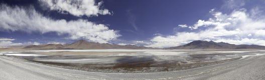 panorama för liggande för andes bolivia lagunlake arkivbild