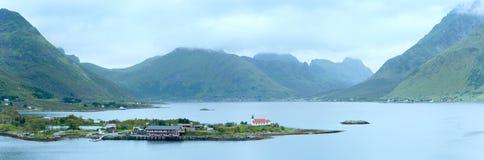 Panorama för Lofoten sommarkust (Norge) Royaltyfri Fotografi