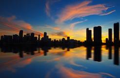 Panorama för Miami stadshorisont på skymning fotografering för bildbyråer