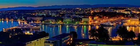 Panorama för natt för Zadar hamnfjärd royaltyfri foto