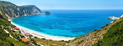 Panorama för Petani strandsommar (Kefalonia, Grekland) Royaltyfria Bilder