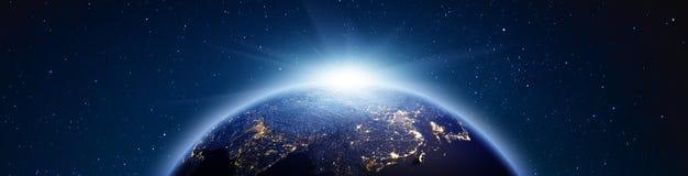 Panorama för planetjordsoluppgång framförande 3d arkivbilder