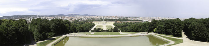 Panorama för Schonbrunn slottträdgård Arkivfoto