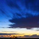 Panorama för solnedgång för Mont Saint Michel kloster- och fjärdgränsmärke. Normandie Frankrike Royaltyfri Fotografi