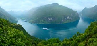 Panorama för sommar för Geiranger fjord (Norge) Arkivfoton
