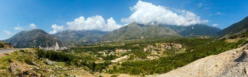 Panorama för sommarLlogara passerande (Albanien). Arkivfoto