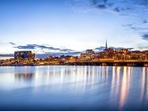 Panorama för Stockholm solnedgånghorisont med stadshuset Royaltyfri Foto